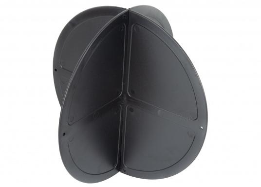Boule de mouillage en plastique noir. Elles peuvent être pliées et empilées pour être facilement rangées. À utiliser au mouillage en journée.  (Image 1 de 4)
