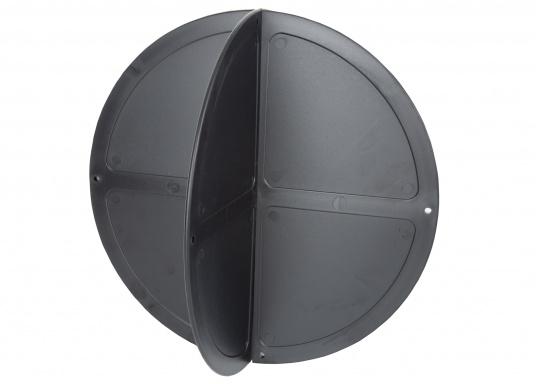 Boule de mouillage en plastique noir. Elles peuvent être pliées et empilées pour être facilement rangées. À utiliser au mouillage en journée.  (Image 2 de 4)