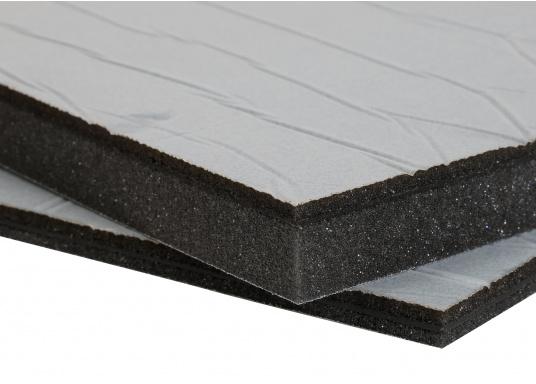 Ces panneaux constituent une solution d'isolation acoustique optimum pour les compartiments moteur. Ils sont constitués d'une mousse à base de polyether recouverte d'aluminium. Deux modèles sont disponibles.  (Image 1 de 7)