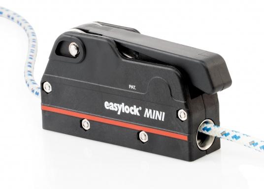 Le bloqueur easylock Mini permet de reprendre la tension sur la manoeuvre sans avoir à l'ouvrir. Pour cordage de 6 à 10 mm et bateau jusqu'à 32 pieds. Charge de travail max : 450 kg  (Image 2 de 9)