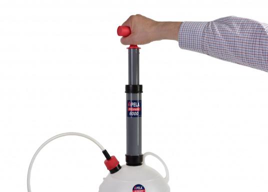 Cette pompe très pratique est idéale pour les utilisations à la maison et à bord.  (Image 3 de 7)