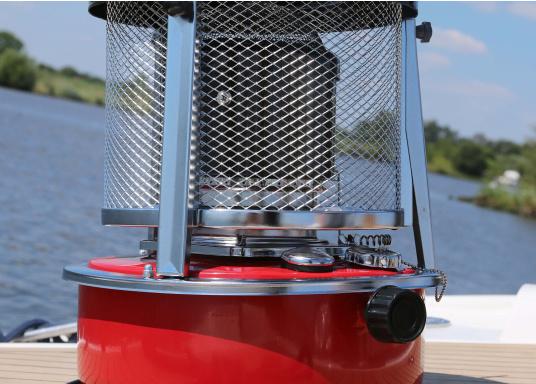 Ce poêle àpétroleapporte chaleur et confort à bord ou dans n'importe quel local. Avec un réservoir de 5litres, l'autonomie est d'environ 17 heures.  (Image 12 de 16)