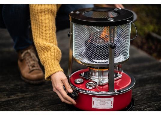 Ce poêle àpétroleapporte chaleur et confort à bord ou dans n'importe quel local. Avec un réservoir de 5litres, l'autonomie est d'environ 17 heures.  (Image 7 de 16)