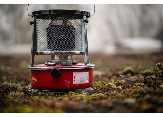 Ce poêle àpétroleapporte chaleur et confort à bord ou dans n'importe quel local. Avec un réservoir de 5litres, l'autonomie est d'environ 17 heures.  (Image 13 de 16)