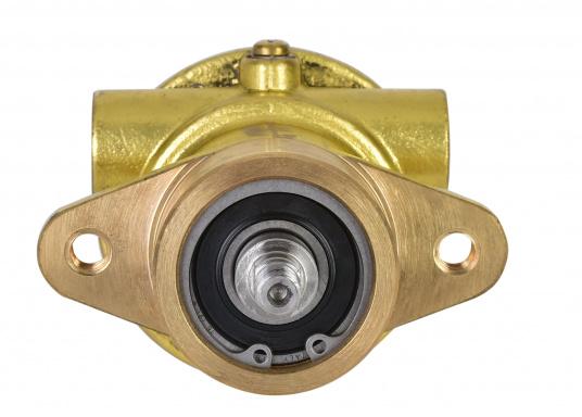 Pour aider les propriétaires à effectuer eux-mêmes leurs réparations sans difficultés, nous proposons des pompes de refroidissement pour les modèles de moteurs les plus courants sur le marché.     (Image 4 de 4)