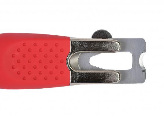 Ce couteau spécial est l'outil idéal pour travailler sur les joints de ponts en teck. (Image 4 de 6)