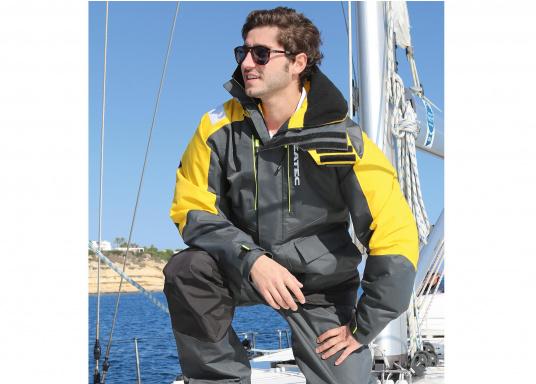 Vêtement très fonctionnel, durable et confortable. 100% imperméable et coupe-vent avec une respirabilité exceptionnelle. Idéal pour les navigations. REMARQUE ! Veuillez préciser votre taille dans les commentaires de votre commande.  (Image 3 de 17)