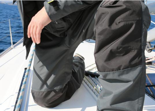 Vêtement très fonctionnel, durable et confortable. 100% imperméable et coupe-vent avec une respirabilité exceptionnelle. Idéal pour les navigations. REMARQUE ! Veuillez préciser votre taille dans les commentaires de votre commande.  (Image 11 de 17)