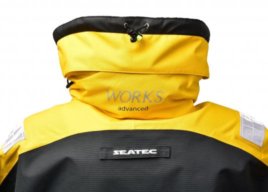 Vêtement très fonctionnel, durable et confortable. 100% imperméable et coupe-vent avec une respirabilité exceptionnelle. Idéal pour les navigations. REMARQUE ! Veuillez préciser votre taille dans les commentaires de votre commande.  (Image 7 de 17)