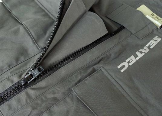 Vêtement très fonctionnel, durable et confortable. 100% imperméable et coupe-vent avec une respirabilité exceptionnelle. Idéal pour les navigations. REMARQUE ! Veuillez préciser votre taille dans les commentaires de votre commande.  (Image 14 de 17)