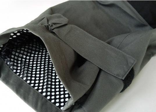 Vêtement très fonctionnel, durable et confortable. 100% imperméable et coupe-vent avec une respirabilité exceptionnelle. Idéal pour les navigations. REMARQUE ! Veuillez préciser votre taille dans les commentaires de votre commande.  (Image 15 de 17)