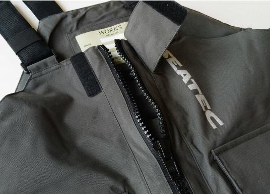 Vêtement très fonctionnel, durable et confortable. 100% imperméable et coupe-vent avec une respirabilité exceptionnelle. Idéal pour les navigations. REMARQUE ! Veuillez préciser votre taille dans les commentaires de votre commande.  (Image 17 de 17)