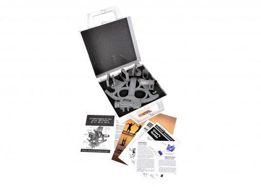 Le sextant par DAVIS ! Fiable et pleinement testé, en matière plastique renforcée fibre de verre avec une graduation sur 178 mm, 7 filtres solaires, 3 loupes et une boîte de transport. Comprend un éclairage LED. Coloris : gris. (Image 6 de 7)