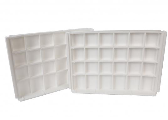 Banc dos à dos avec similicuir et cadre plastique. Deux places. La surface du banc peut être étendue jusqu'à 166 cm pour s'allonger. (Image 7 de 14)