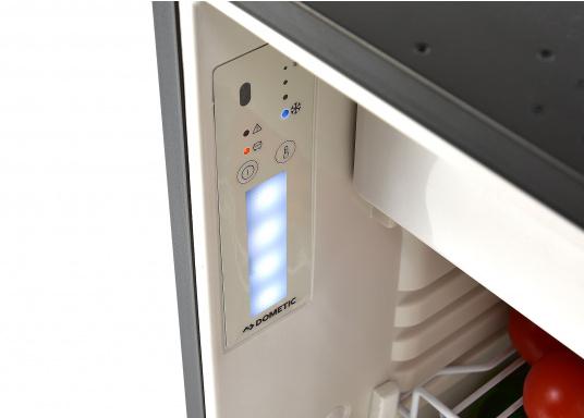 Réfrigérateur à compresseur innovant CRE-50 DOMETIC. Solution de 2-en-1 grâce à compartiment congélateur amovible, qui permet le stockage de produit supplémentaires. L'électronique intelligent contrôle la vitesse du compresseur ; de cette manière, la consommation d'énergie est réduite de 25% (Image 7 de 10)