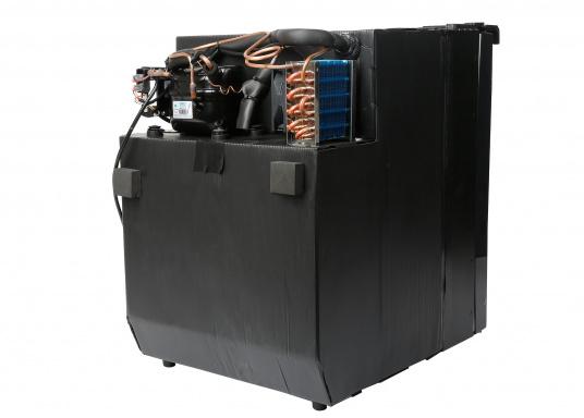 Réfrigérateur à compresseur innovant CRE-50 DOMETIC. Solution de 2-en-1 grâce à compartiment congélateur amovible, qui permet le stockage de produit supplémentaires. L'électronique intelligent contrôle la vitesse du compresseur ; de cette manière, la consommation d'énergie est réduite de 25% (Image 9 de 10)