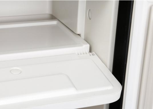 Réfrigérateur à compresseur innovant CRE-50 DOMETIC. Solution de 2-en-1 grâce à compartiment congélateur amovible, qui permet le stockage de produit supplémentaires. L'électronique intelligent contrôle la vitesse du compresseur ; de cette manière, la consommation d'énergie est réduite de 25% (Image 8 de 10)
