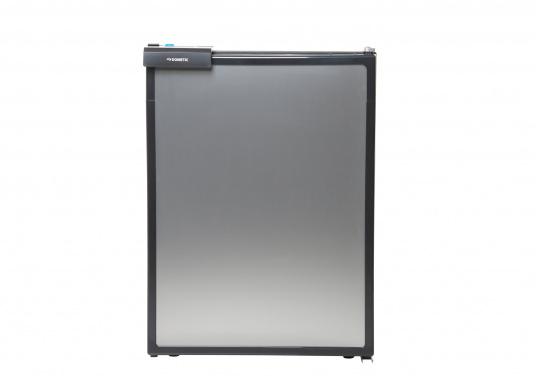 Réfrigérateur à compresseur innovant CRE-50 DOMETIC. Solution de 2-en-1 grâce à compartiment congélateur amovible, qui permet le stockage de produit supplémentaires. L'électronique intelligent contrôle la vitesse du compresseur ; de cette manière, la consommation d'énergie est réduite de 25% (Image 2 de 10)