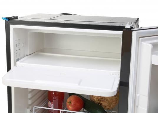 Réfrigérateur à compresseur innovant CRE-50 DOMETIC. Solution de 2-en-1 grâce à compartiment congélateur amovible, qui permet le stockage de produit supplémentaires. L'électronique intelligent contrôle la vitesse du compresseur ; de cette manière, la consommation d'énergie est réduite de 25% (Image 10 de 10)
