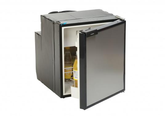Réfrigérateur à compresseur innovant CRE-50 DOMETIC. Solution de 2-en-1 grâce à compartiment congélateur amovible, qui permet le stockage de produit supplémentaires. L'électronique intelligent contrôle la vitesse du compresseur ; de cette manière, la consommation d'énergie est réduite de 25% (Image 1 de 10)