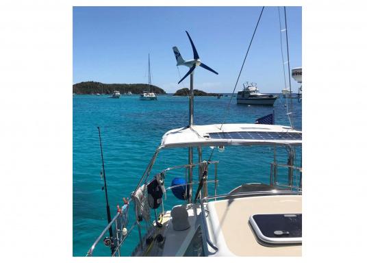 Cette éolienne est conçue par des marins pour des marins. Elle se caractérise par une grande performance, même par vent faible. Tension : 12 V. (Image 3 de 7)