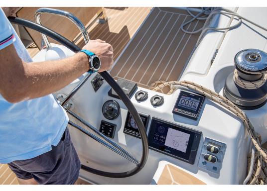 """Le GPS tactile intuitif GPSMAP 1222 Plus est lumineux et facile à lire même en plein soleil grâce à l'antireflet. La fonction d'affichage des cartes de l'écran tactile 12"""" est facile à utiliser et s'intègre parfaitement à votre système marin Garmin. (Image 12 de 12)"""