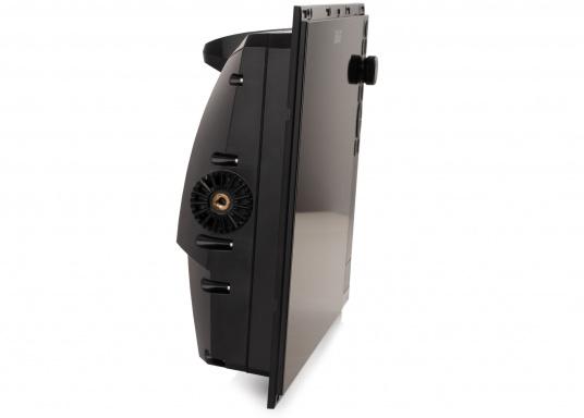 Le Zeus³ de B&G est un traceur facile à utiliser, destiné à la navigation au large et à la régate. L'écran tactile 12 pouces est au service d'une électronique puissante avec de nombreuses fonctions spécialement conçues pour la navigation à la voile. (Image 4 de 9)