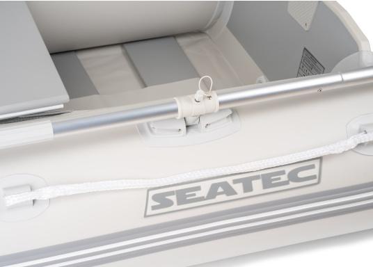 Bateau pneumatique haute qualité d'entrée de gamme. Conception élégante et maniement aisé : le NEMO 200 MARLIN propose un bon rapport qualité-prix. Idéal comme annexe, pour se divertir ou aller se baigner. (Image 6 de 8)