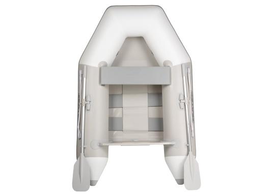 Bateau pneumatique haute qualité d'entrée de gamme. Conception élégante et maniement aisé : le NEMO 200 MARLIN propose un bon rapport qualité-prix. Idéal comme annexe, pour se divertir ou aller se baigner. (Image 1 de 8)