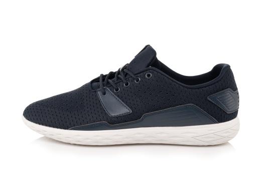 Les chaussures pour homme PADDLES, par tbs, sont ultra-légères, spécialement conçues pour les sports nautiques. Elles associent la technologie d'une chaussure de sport dernier cri et d'une chaussure de pont soigneusement imaginée. Disponible en tailles 39 à 46. (Image 2 de 6)