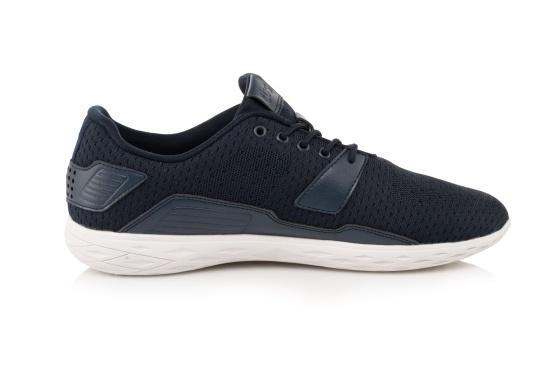Les chaussures pour homme PADDLES, par tbs, sont ultra-légères, spécialement conçues pour les sports nautiques. Elles associent la technologie d'une chaussure de sport dernier cri et d'une chaussure de pont soigneusement imaginée. Disponible en tailles 39 à 46. (Image 3 de 6)