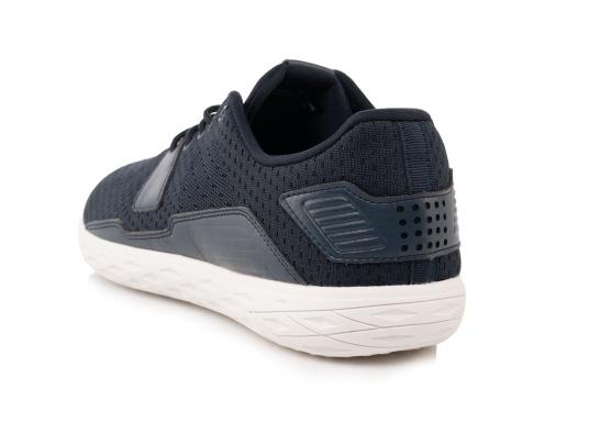 Les chaussures pour homme PADDLES, par tbs, sont ultra-légères, spécialement conçues pour les sports nautiques. Elles associent la technologie d'une chaussure de sport dernier cri et d'une chaussure de pont soigneusement imaginée. Disponible en tailles 39 à 46. (Image 4 de 6)