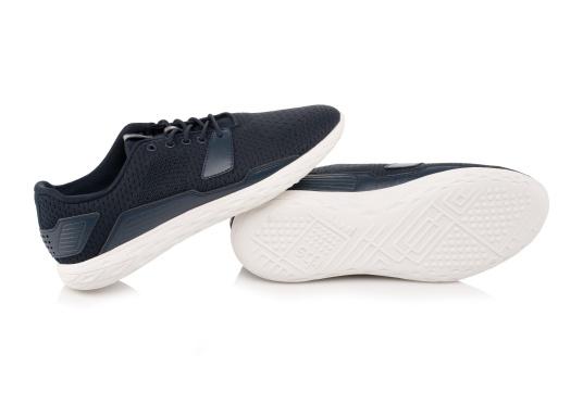 Les chaussures pour homme PADDLES, par tbs, sont ultra-légères, spécialement conçues pour les sports nautiques. Elles associent la technologie d'une chaussure de sport dernier cri et d'une chaussure de pont soigneusement imaginée. Disponible en tailles 39 à 46. (Image 5 de 6)