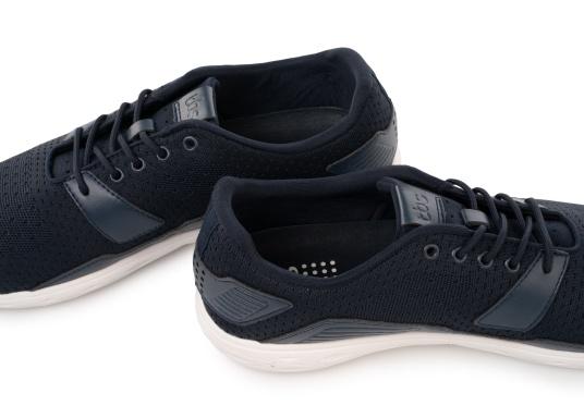 Les chaussures pour homme PADDLES, par tbs, sont ultra-légères, spécialement conçues pour les sports nautiques. Elles associent la technologie d'une chaussure de sport dernier cri et d'une chaussure de pont soigneusement imaginée. Disponible en tailles 39 à 46. (Image 6 de 6)