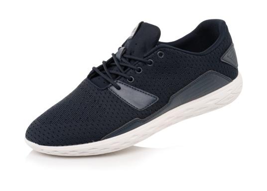 Les chaussures pour homme PADDLES, par tbs, sont ultra-légères, spécialement conçues pour les sports nautiques. Elles associent la technologie d'une chaussure de sport dernier cri et d'une chaussure de pont soigneusement imaginée. Disponible en tailles 39 à 46. (Image 1 de 6)