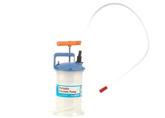 Pompe de vidange universelle, facile à utiliser, pour huiles, eau et autres liquides. Actionnez la pompe en élevant et en abaissant la poignée. En quelques instants, un vide se créé qui aspire le liquide dans le réceptacle de la pompe. Volume : 2,7 l. (Image 2 de 5)