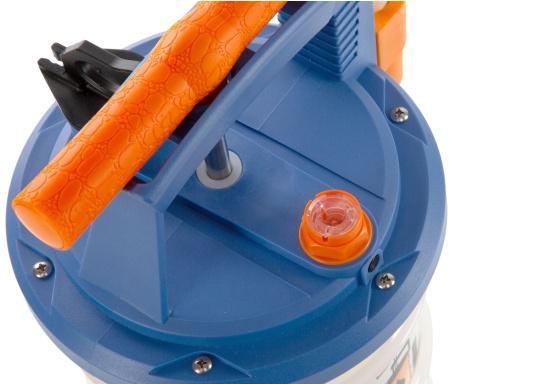 Pompe de vidange universelle, facile à utiliser, pour huiles, eau et autres liquides. Actionnez la pompe en élevant et en abaissant la poignée. En quelques instants, un vide se créé qui aspire le liquide dans le réceptacle de la pompe. Volume : 6,5 l. (Image 5 de 6)