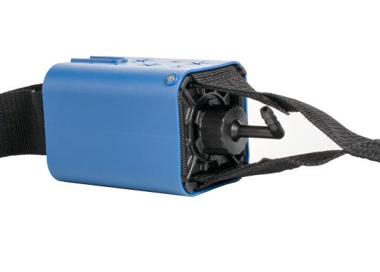 Cette pompe de cale complètement automatique se place entre le bateau et l'amarre. La pompe est actionnée par la traction et le mouvement continu créé par l'eau et le vent. Deux tuyaux fournis. (Image 2 de 5)